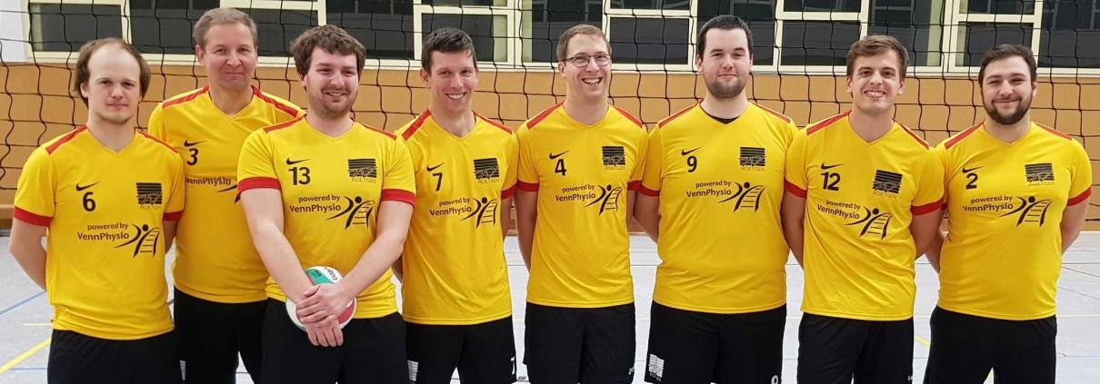 1. Volleyball Herrenmannschaft: Julian, Werner, Kristian, Basti, Aaron, Lutz, Andreas, Gerrit (von links nach rechts) - es fehlen: Ben, Christoph, Fred, Holger und Leon.
